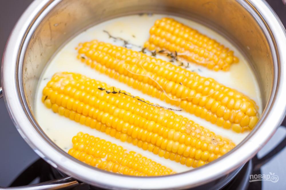 Кукуруза варится в молоке