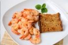 Креветки жареные с чесноком и соевым соусом
