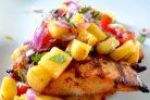 Куриное филе на гриле с ананасовой сальсой