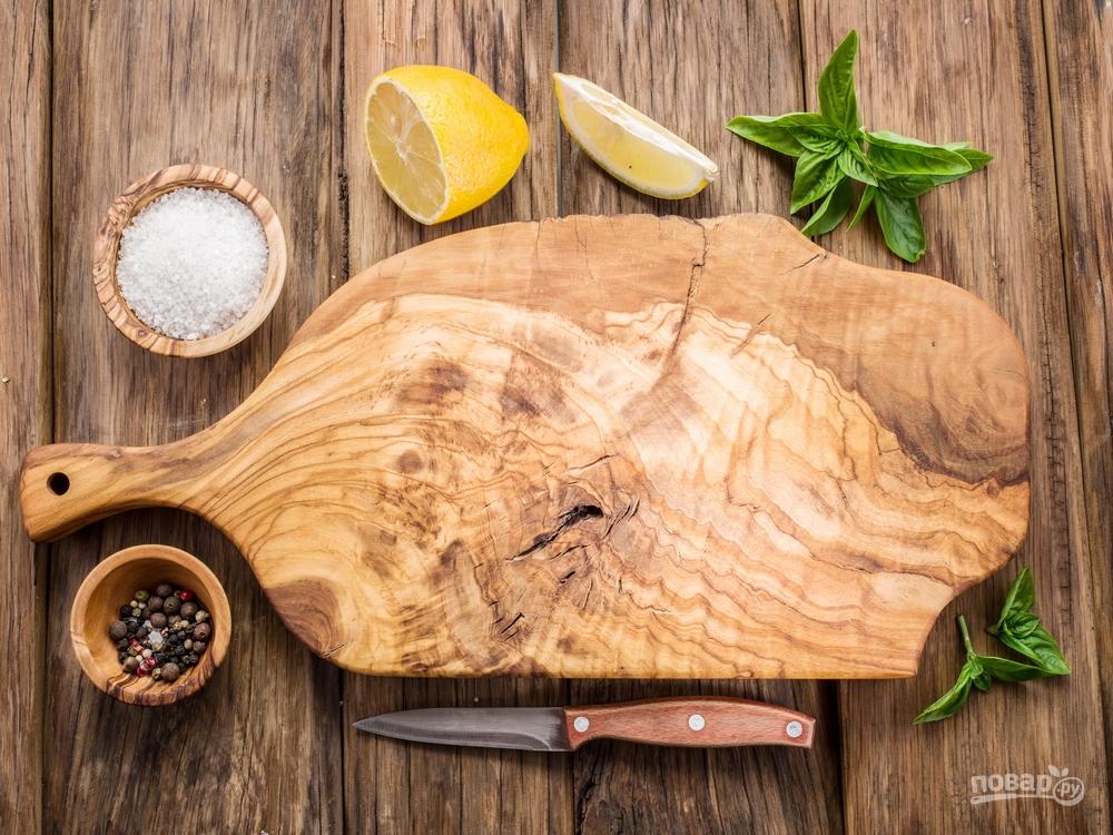 Деревянную доску чистите лимоном и содой