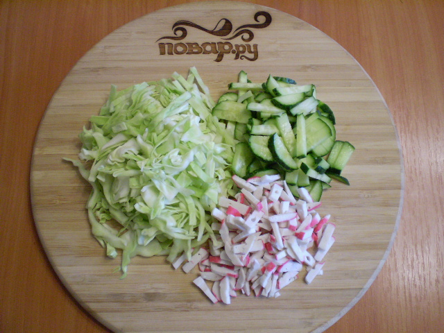 Капустный салат с крабовыми палочками