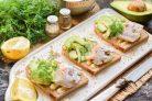 Бутерброды с авокадо и селедкой