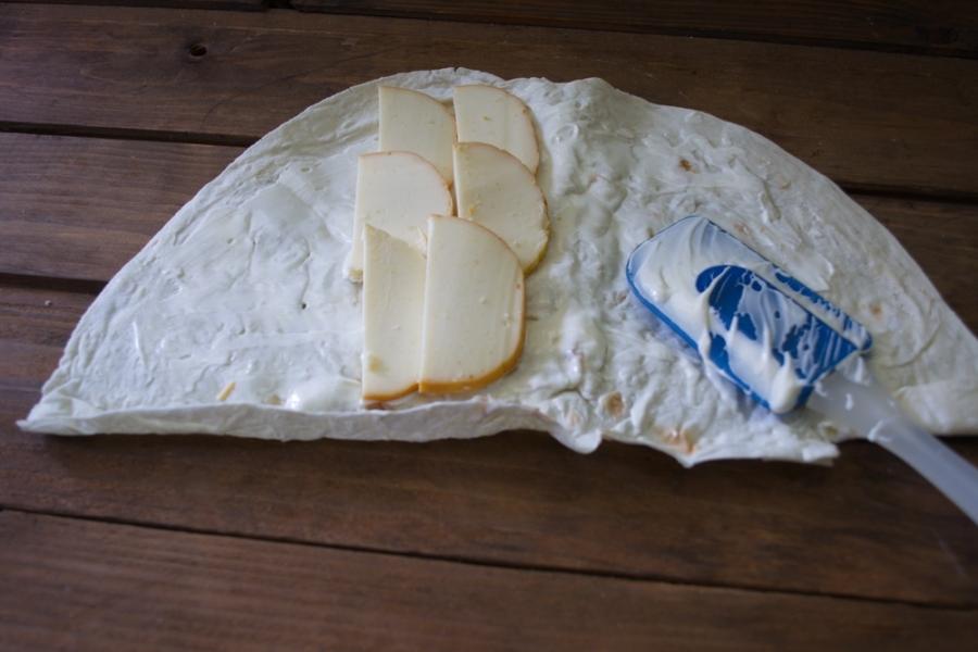 Лаваш с копченым сыром