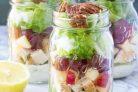 Слоеный салат с жареной курицей и яблоком