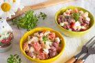 Салат с фасолью, яйцами и помидорами