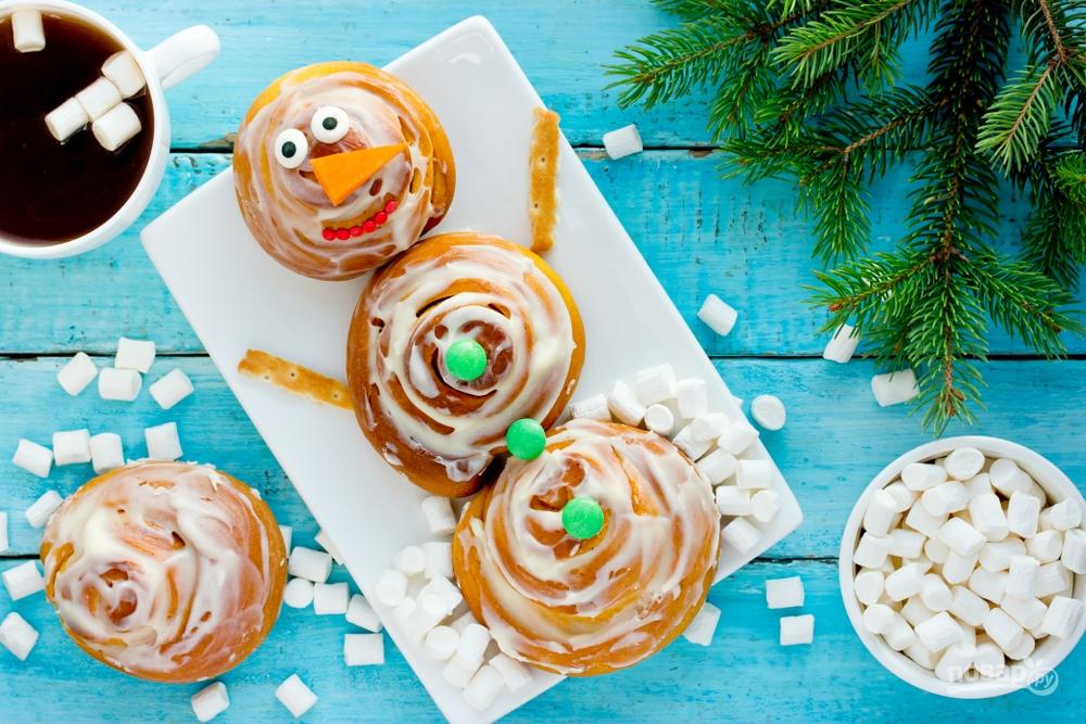 Снеговик из булочек на Новый год