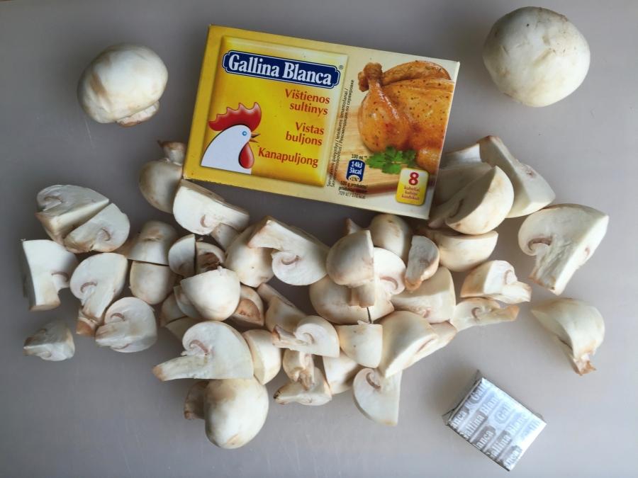 Суп грибной на курином бульоне