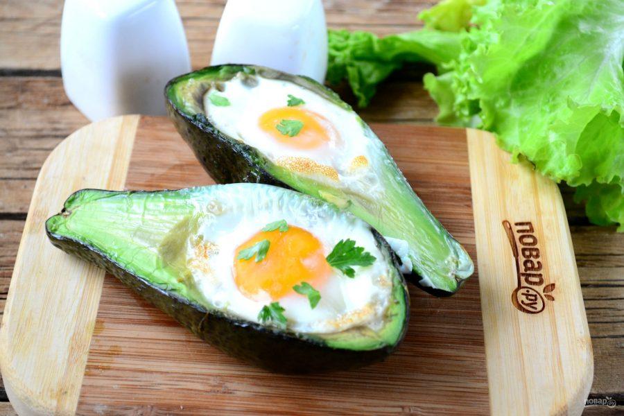 Яичница в авокадо