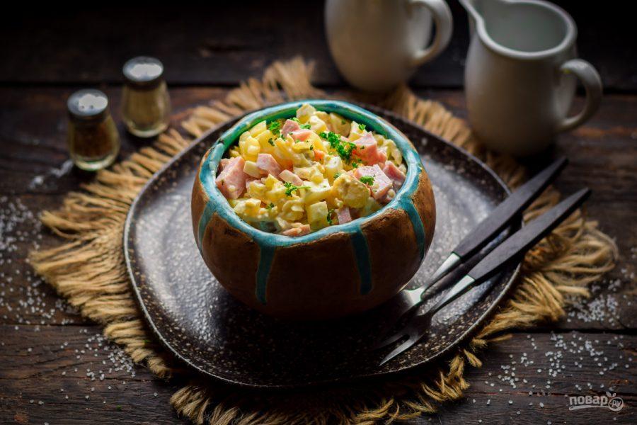 Салат с ветчиной, сыром и соленым огурцом