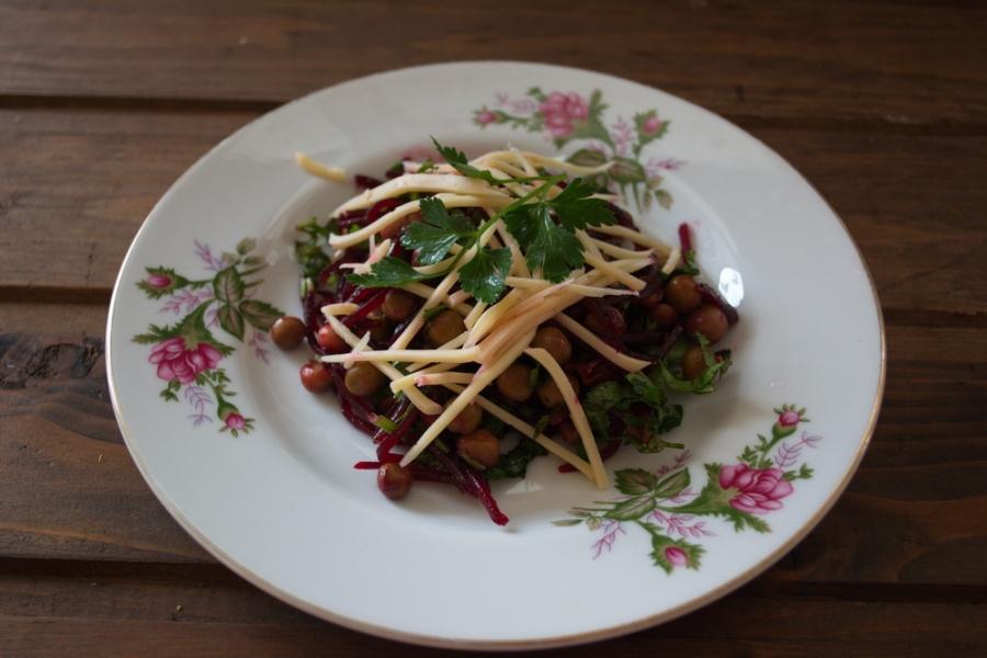 Диетический салат со свеклой