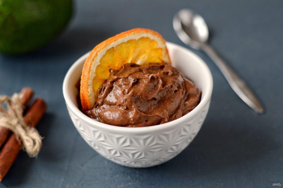Шоколадный пудинг из авокадо без сахара