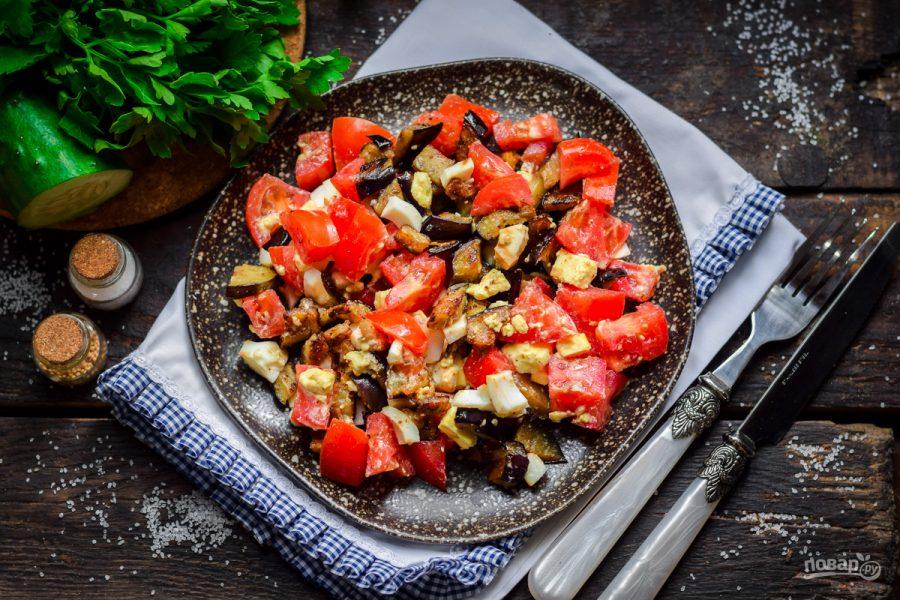 Салат из баклажанов, яич и томатов