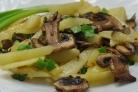 Жареная картошка с шампиньонами и луком
