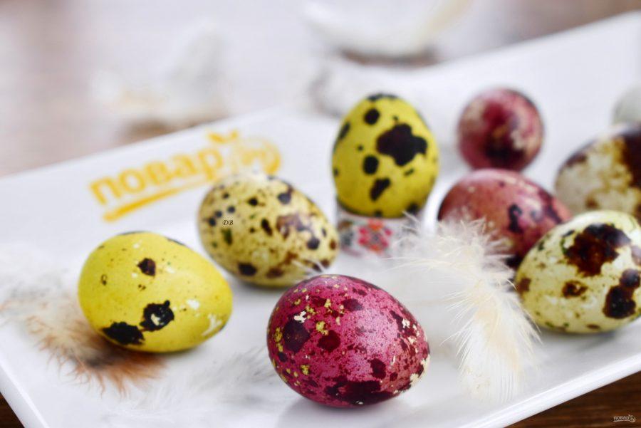 Крашеные перепелиные яйца