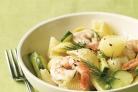 Салат с креветками, пастой и огурцом