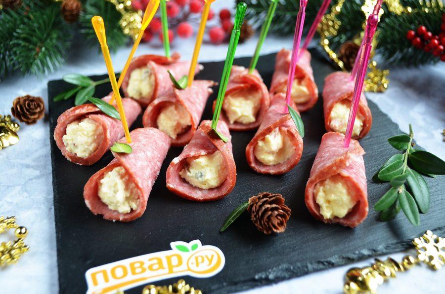 Праздничная закуска из колбасы