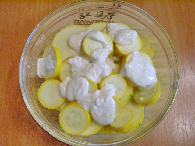 Кабачки под чесночным соусом