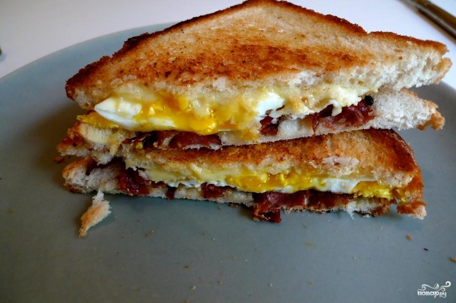 Рецепт Сэндвич с беконом, яйцом и сыром