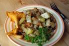 Картофель, тушеный с грибами