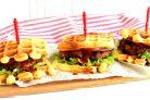 Бургер с острой курицей в вафлях