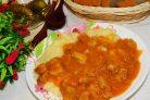 Свинина с маринованными огурцами, тушеная в горчичном соусе