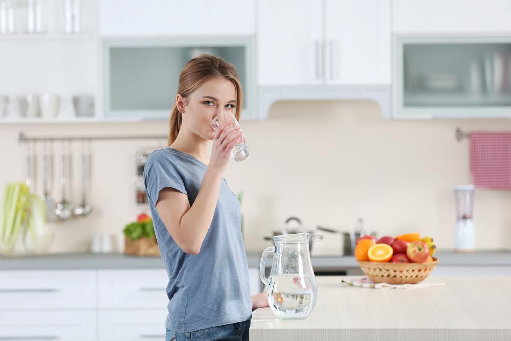 Вода помогает бороться со шлаками и токсинами.