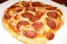 Пицца с салями и помидорами
