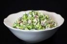 Салат из брокколи с изюмом и семечками