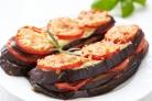 Баклажаны, запеченные с помидорами с сыром