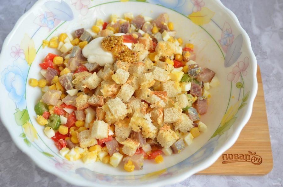 Рыбный салат с кукурузой