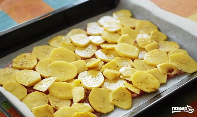 картофель со свининой и грибами в духовке