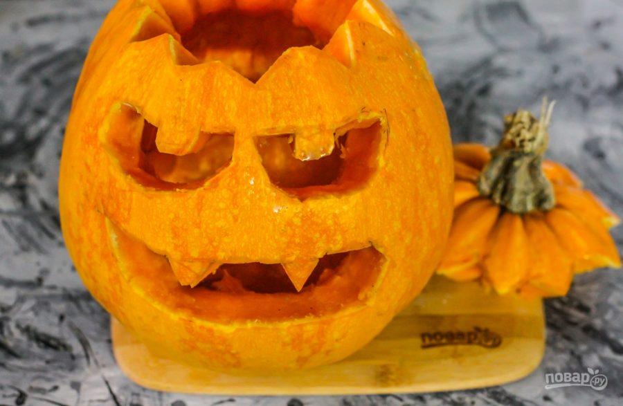 Вырезанная тыква на Хэллоуин
