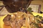 Баранина с черносливом в горшочке