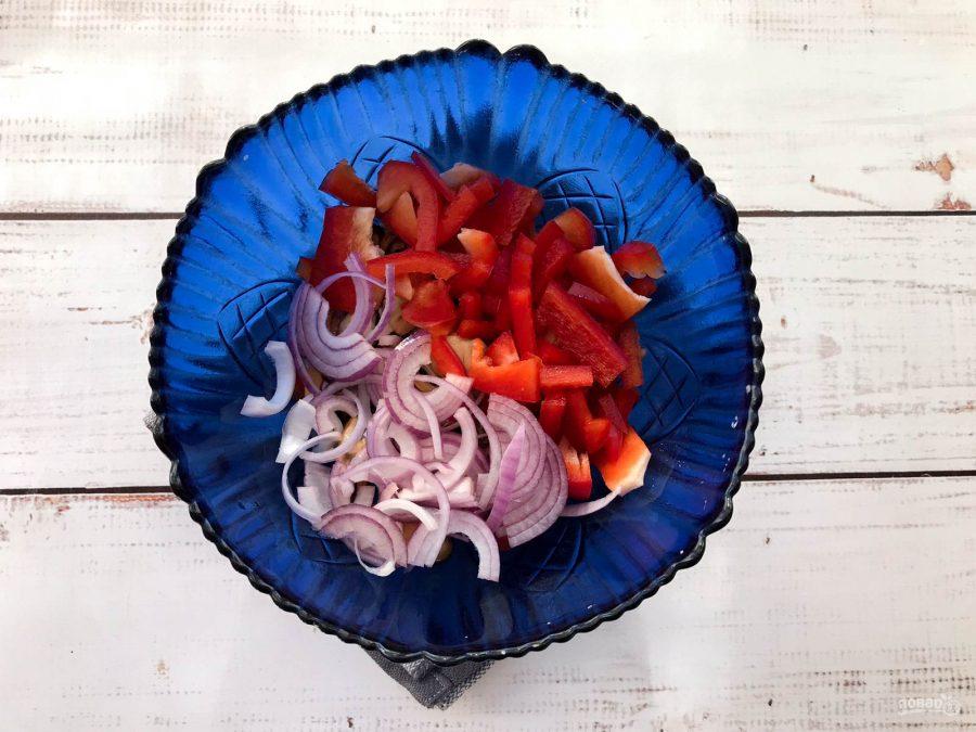 Салат с мидиями и стручковой фасолью