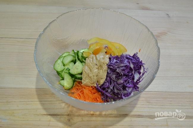 Овощной салат с ореховым соусом