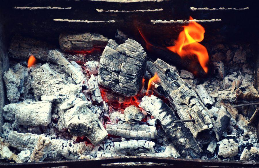 Щука в фольге на углях
