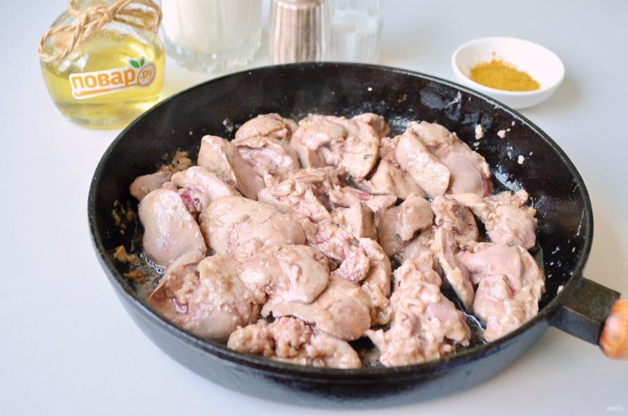 Куриная печень в соусе с карри