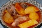 Картошка с курицей, тушеная в кастрюле