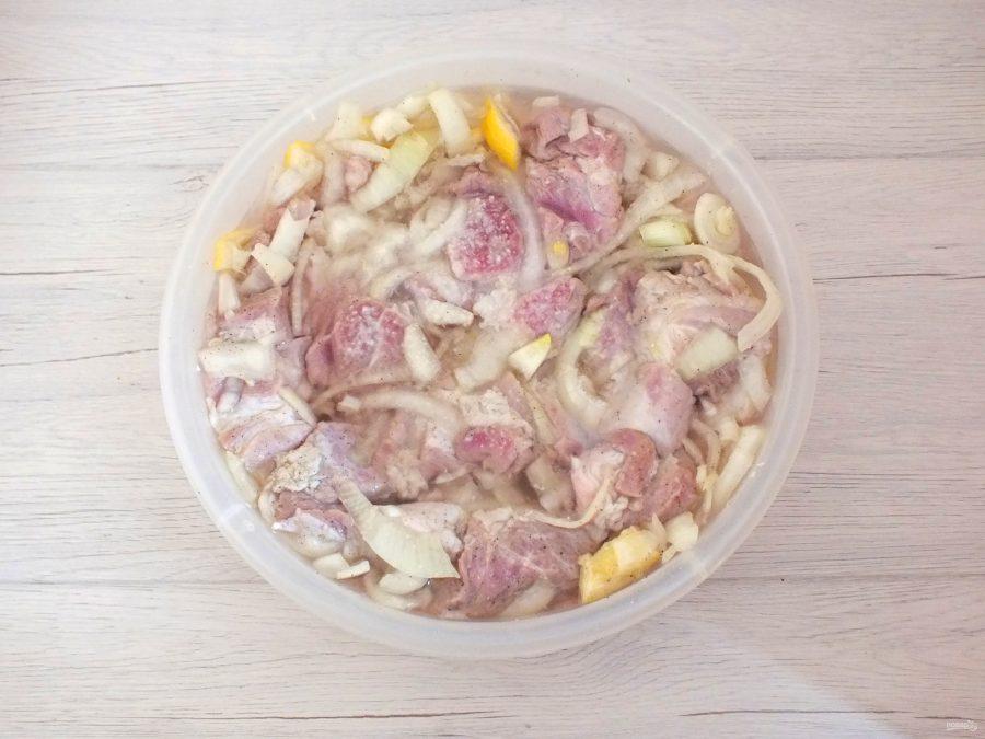 Шашлык из свинины на минералке с лимоном