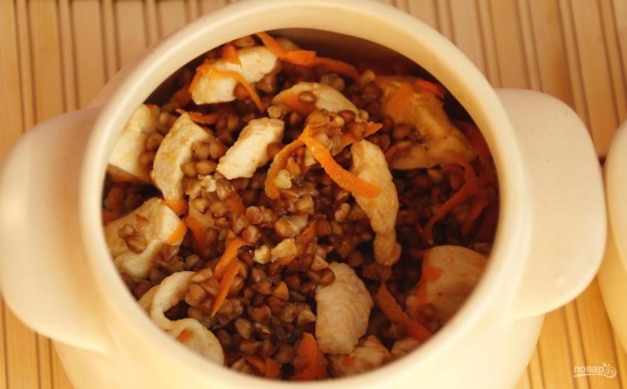 обед из гречки в горшочках с филе описанию это то