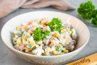 Салат с ветчиной, яйцом и кукурузой