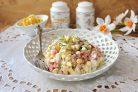 Салат с кукурузой и сыром