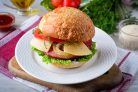 Домашний гамбургер с колбасой