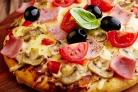 Пицца с ветчиной и моцареллой