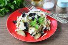 Салат с маслинами и огурцами