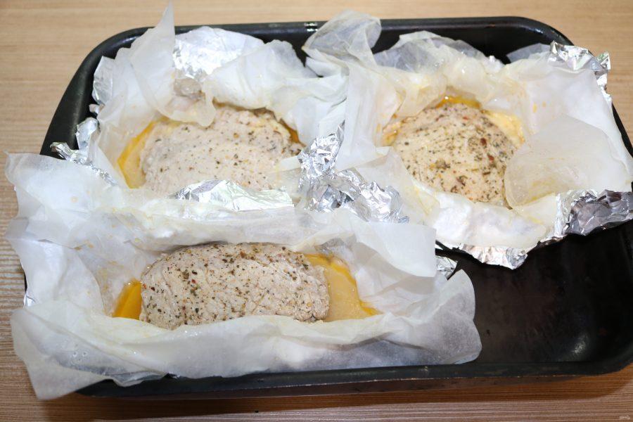 Стейки с грибами и сыром