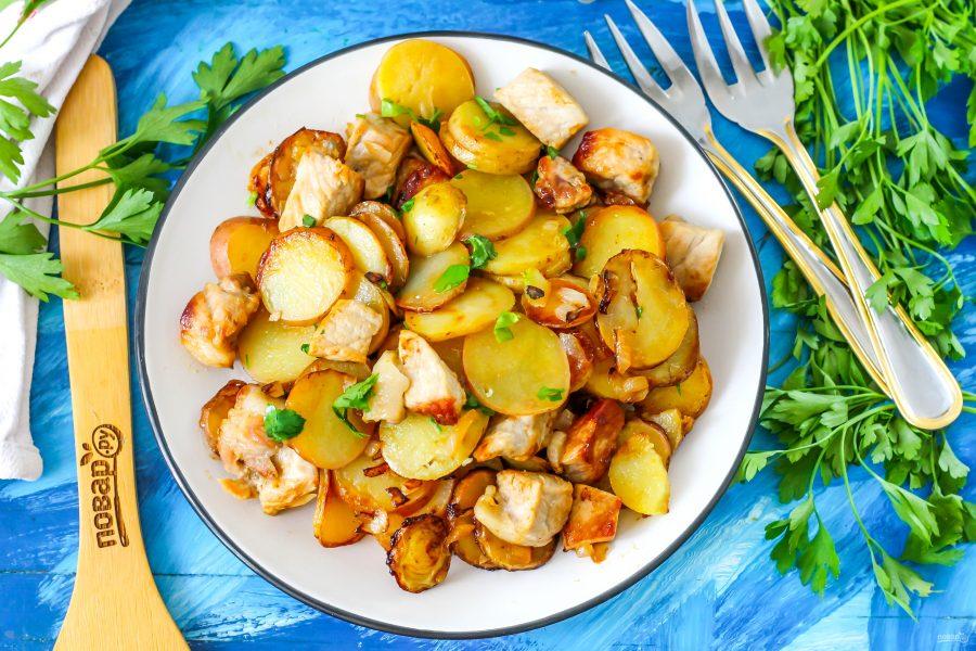 Жареная свинина с картошкой