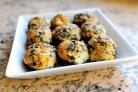 Запеченные грибы, фаршированные сыром и шпинатом