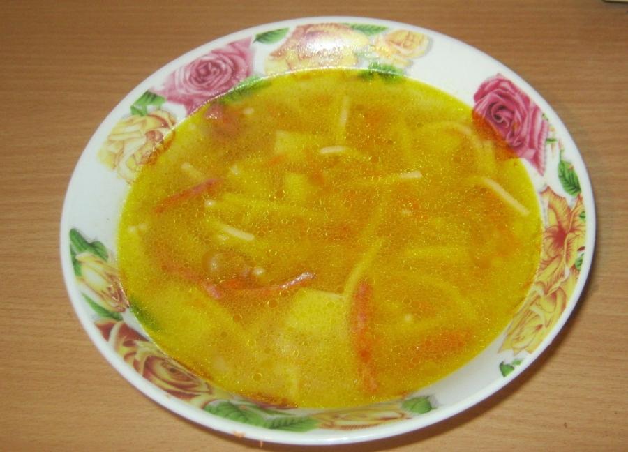 Суп с колбасой и вермишелью