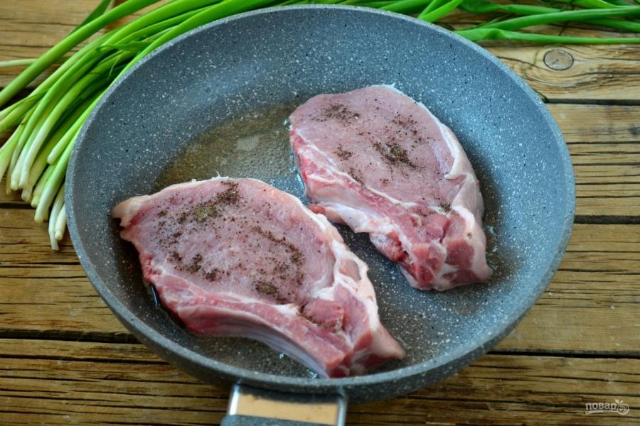 Отбивная из свинины на косточке